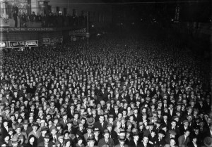 election-crowd-wellington-new-zealand-1931-photographed-by-william-hall-raine